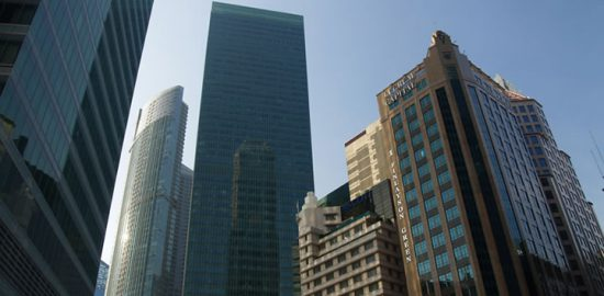 企業の合併・買収で株価は乱高下する
