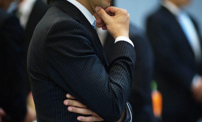 一株あたりの利益は自社株買いで上昇、増資で減少